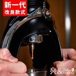 《套裝組》【德國】Comandante C40 MK4 頂級手搖磨豆機(BLACK)(黑色) +【英國】ROK Espresso Maker 手壓式萃取濃縮咖啡機 (暗夜黑)